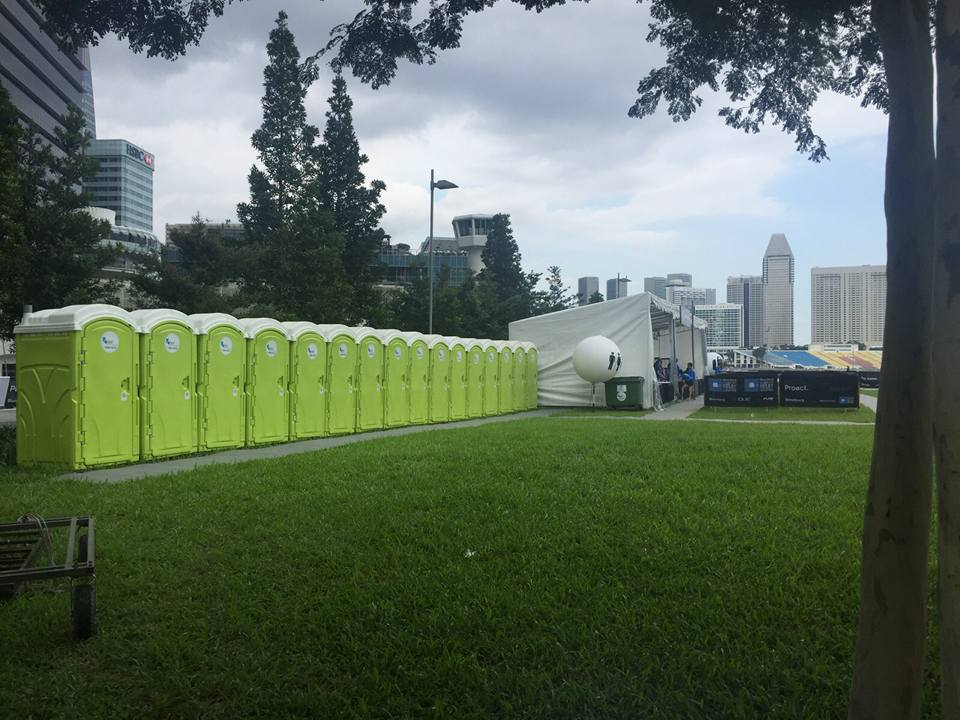 qool enviro portable toilet in bloomberg square mile relay 2015